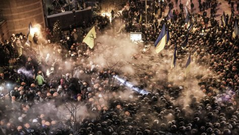 Protestors clash with police (Photo: RiaNovosti)