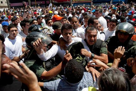 Leopoldo Lopez turns himself into government authorities (Photo: Alejandro Cegarra/AP)
