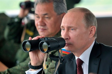 Russian President Vladimir Putin observing war games (Photo: AP)